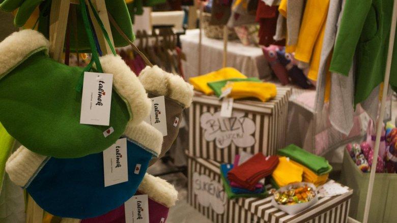Wystawcy przygotowali sporo zimowych akcesoriów, które świetnie wpisały sie w przedświąteczny klimat (fot. mat. FB Silesia Bazaar)