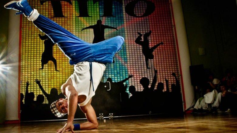 """Tito, finalista 1. edycji programu You Can Dance, poprowadzi warsztaty taneczne z których dochód przeznaczony będzie na rzecz centrum opieki dziennej i hospicjum dla dzieci """"Świetlikowo"""" (fot. Marcin Wróbel)"""