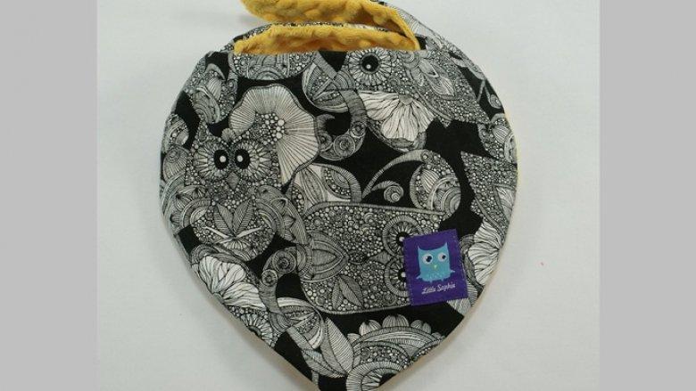 Miękkie apaszki są świetnym pomysłem na prezent pod choinkę. Znajdziecie je na www.littlesophie.pl podobnie jak pluszowe sowy (fot. materiały Little Sophie)