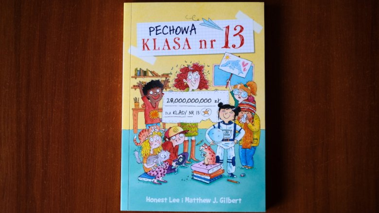 """W naszym konkursie można wygrać egzemplarz """"Pechowej klasy nr 13"""" (fot. SilesiaDzieci.pl)"""