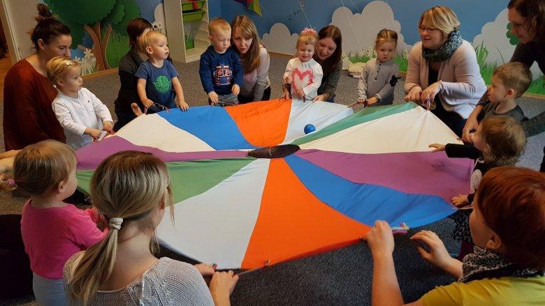 Zajęcia przeznaczone są dla dzieci w wieku 2-3 lat (fot. Piaskownica Kulturalna)