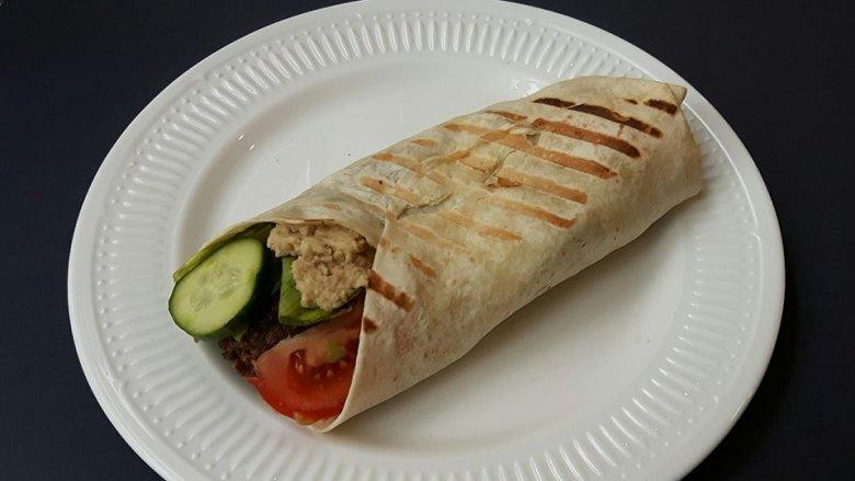 Wszystkie składowe tego dania - od falafela po humus wytwarzamy są na miejscu (fot. mat. Pli Pla Plo)