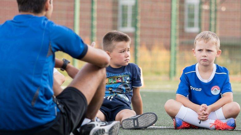 Jak reagować na niechęć dziecka do zajęć dodatkowych? (fot. foter.com)