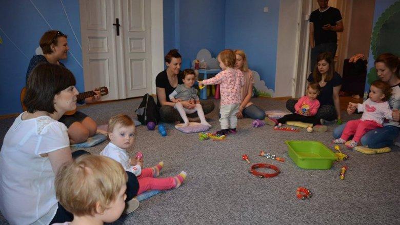 """""""W rytmie malucha"""" to zabawy z muzyką dla dzieci w wieku 1,5 - 4,5 roku (fot. Piaskownica Kulturalna)"""