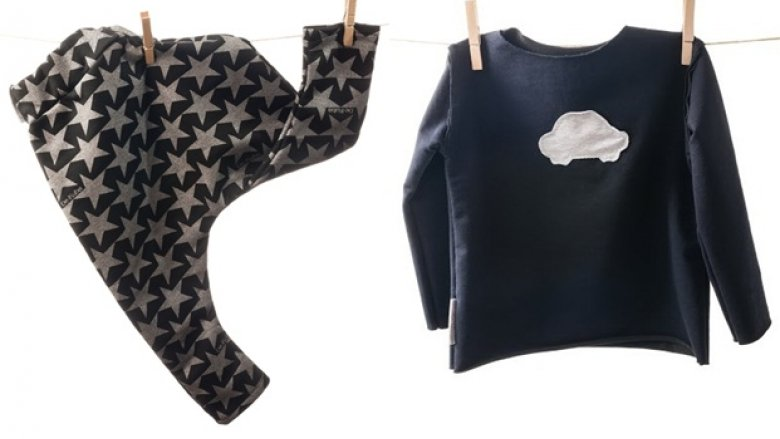 Maybe4baby tworzy oryginalne, modne i praktyczne ubranka. Znajdziemy tutaj bluzy, koszulki, spodenki czy modne kominy (fot. materiały Maybe4baby)
