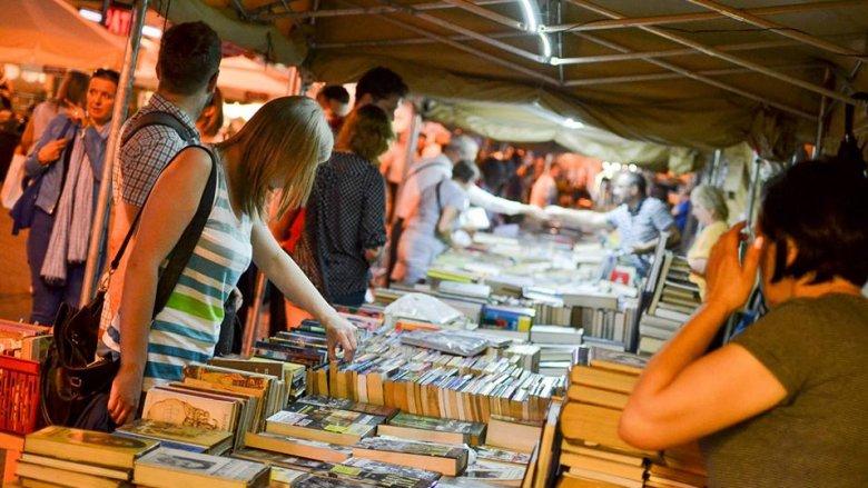 Nocne zakupy książkowe to coś, co zdarzyć się może tylko raz w roku (fot. mat.organizatora)