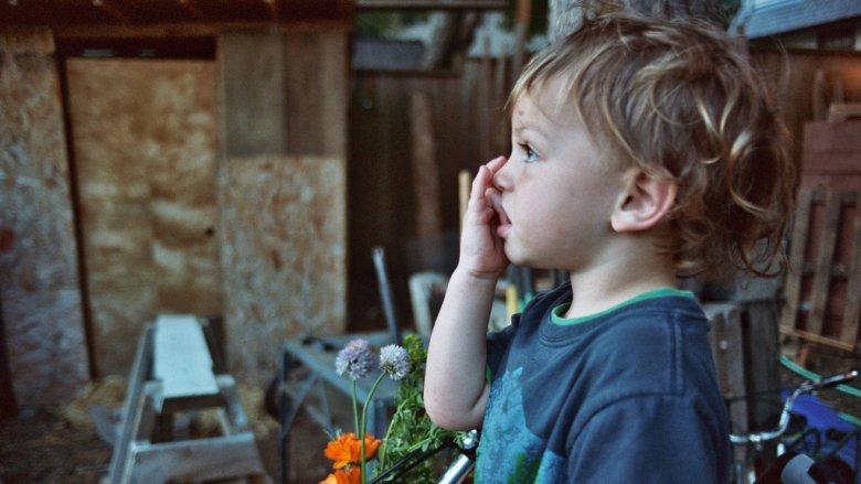 Przyczyn obgryzania paznokci może być wiele (fot. foter.com)