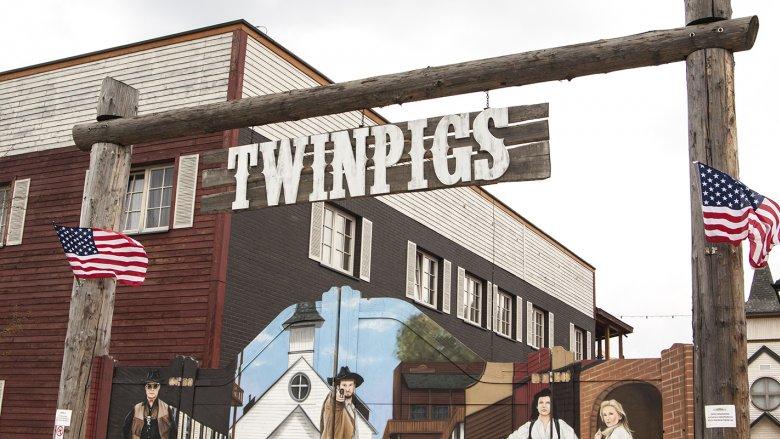 Na Dziki Zachód przenieśli się uczestnicy drugiego dnia rajdu, który przebiegał także przez Miasteczko Westernowe Twinpigs (fot. Katarzyna Szawińska)