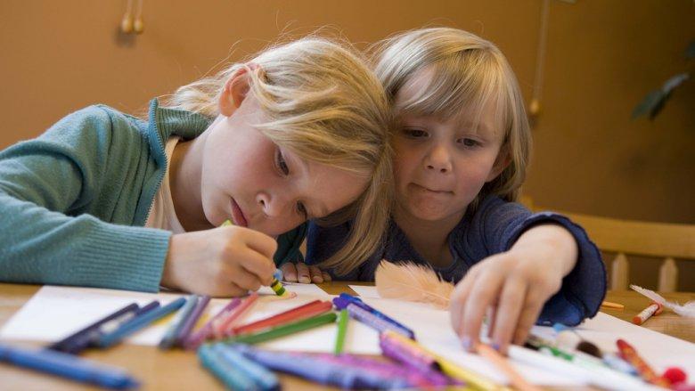 Kiedy warto zabrać dziecko do poradni psychologiczno-pedagogicznej? (fot. foter.com)
