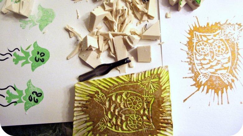 Gumowe stemple wykonacie na zajęciach w Muzeum Górnośląskim  (fot. foter.com)