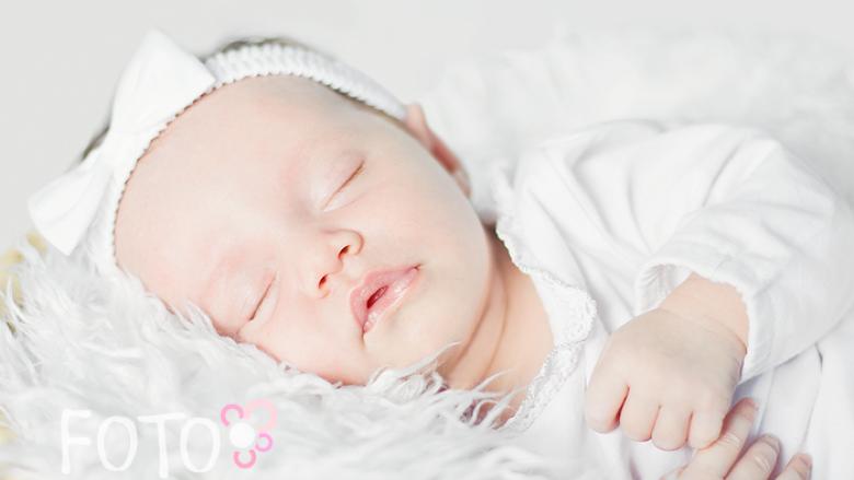 Śpiące dzieci, jak Weronika, też pięknie wychodzą na zdjęciach (fot. Anna Dudek)