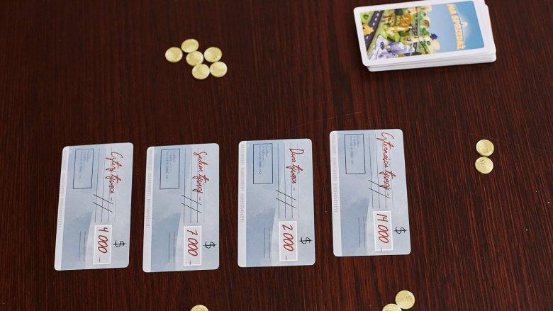 """""""Na sprzedaż"""" to świetna gra rodzinna od wydawnictwa 2pionki (fot. Ewelina Zielińska)"""