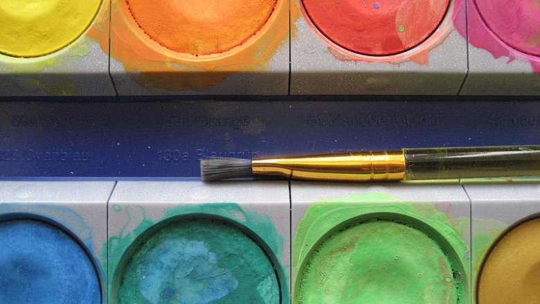 W Centrum Aktywności Obywatelskiej odbywają się zajęcia plastyczne dla różnych grup wiekowych (fot. foter.com)