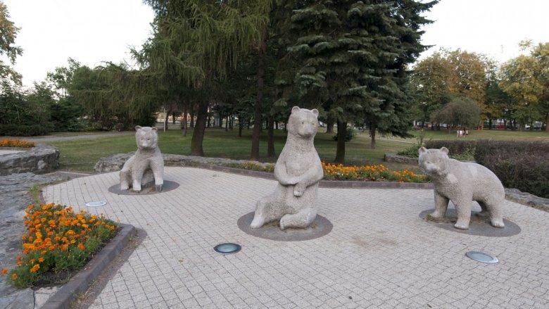 Główni bohaterowie Parku Niedźwiadków przejdą lifting (fot. mat. UM Tychy)