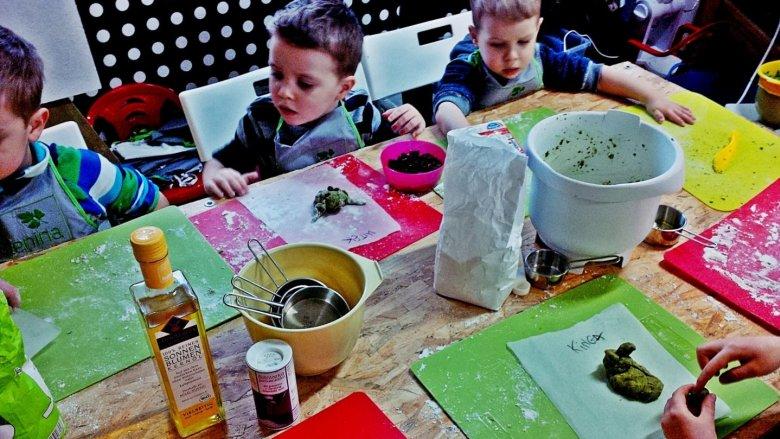 Dzieci odwiedzające BioBazar mogą wziąć udział w ciekawych warsztatch (fot. FB BioBazar)