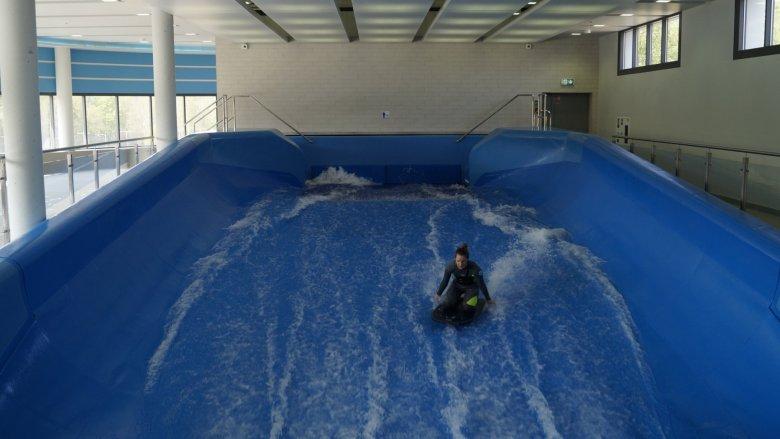 W Parku Wodnym Tychy będzie dostępny także symulator surfingu (fot. SilesiaDzieci.pl)