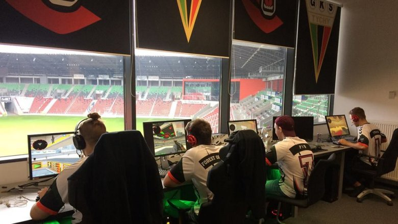 Rozgrywki e-sportowe odbywają się w Tyskiej Galerii Sportu na Stadionie Miejskim w Tychach  (fot. mat. organizatora)