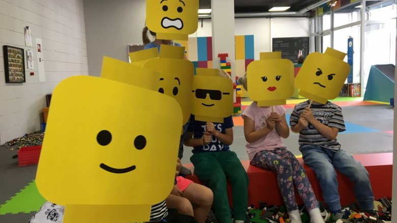 Dzieci wezmą udział w dyskotece, powróżą oraz poznają ciekawe przepowiednie (fot. mat. 1000 Klocków)