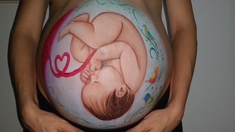 Badania prenatalne pozwalają na wykrycie wrodzonych i genetycznych chorób płodu, a to z kolei umożliwia wczesną interwencję i przeprowadzenia operacji w łonie matki (fot. pixabay)