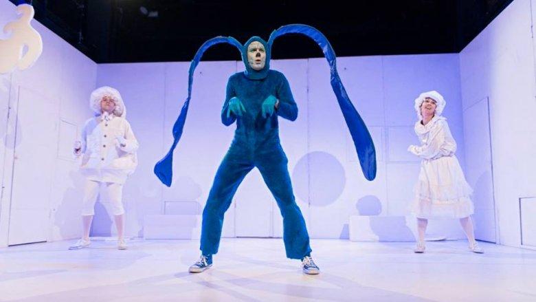 Spektakl jest pełen tańca, kolorów, dobrego humoru i świetnej zabawy (fot. mat. Fb Fabryka Kultury)