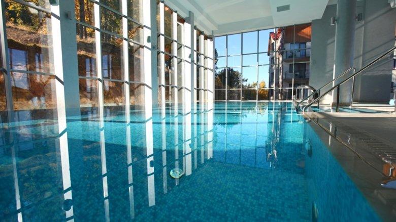 W hotelu Biały Kamień można liczyć na atrakcje dla rodzin z dziećmi. Jedną z nich jest basen z brodzikiem (fot. mat. Hotelu)