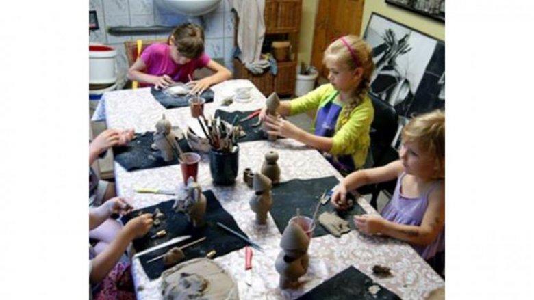 Ceramika to doskonała, rozwijająca zabawa dla dzieci