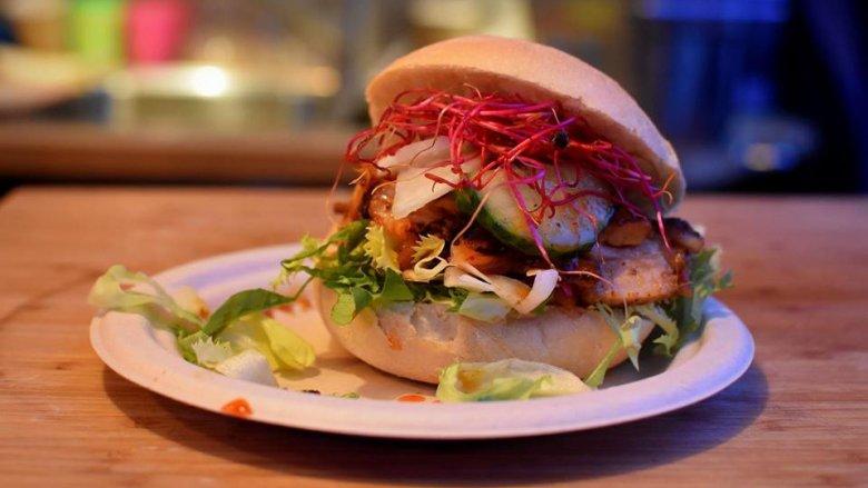 Amerykańskie burgery, meksykańskie tacos czy polskie pierogi - takich dań będzie można skosztować podczas zlotu food trucków w Dolinie Trzech Stawów (fot. mat. organizatora)