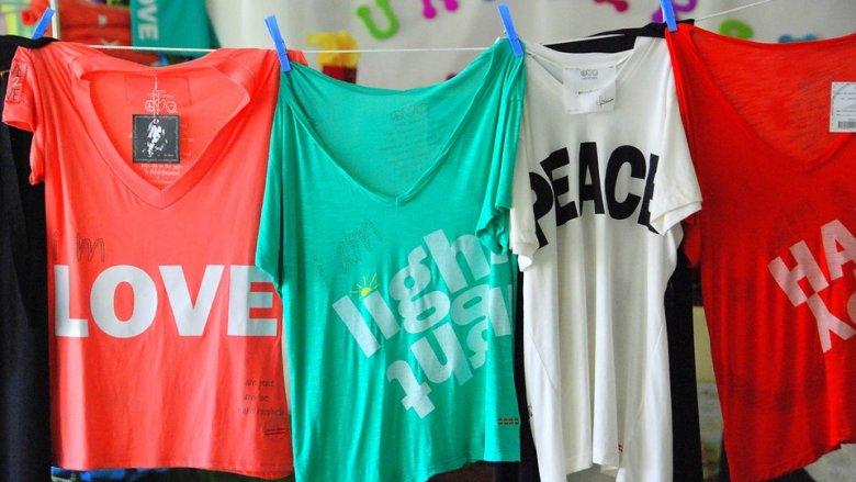 Z koszulek powstaną ekologiczne torby (fot. mat. pixabay)