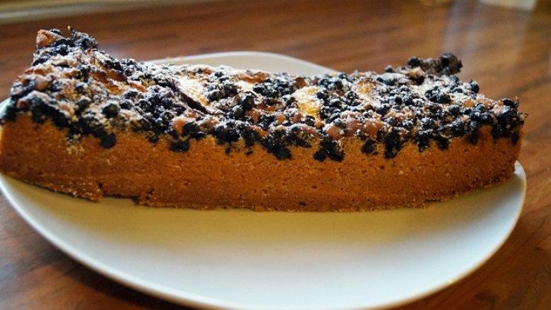 Latem na stołach nie może zabraknąć jagodowego ciasta (fot. mat. Silesia Dzieci)