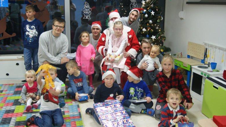 """Spotkanie świąteczne jest kolejnym, po mikołajkach, wydarzeniem dla dzieci organizowanym przez stowarzyszenie """"Się Bawię Się"""" (fot. mat. organizatora)"""