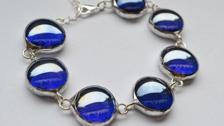 Firma Witraże z pasją tworzy również niebalnalną biżuterię (fot. mat. Witraży z pasją)