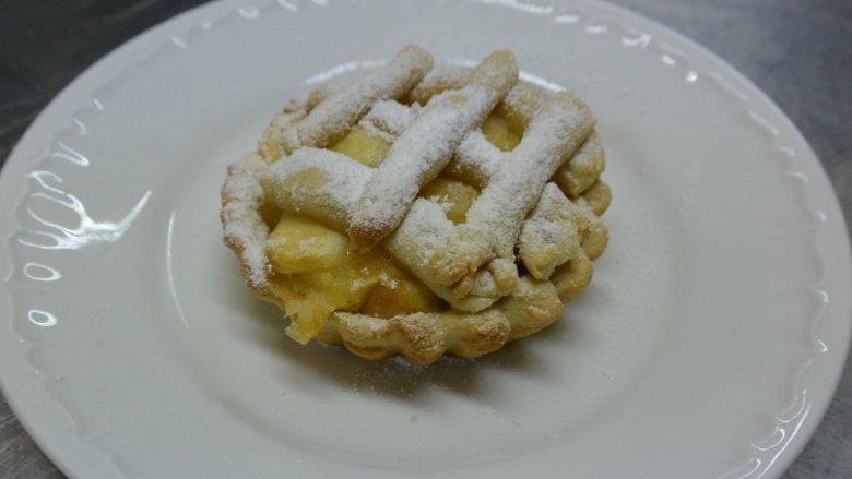 Tartaletki świetnie smakują z jabłkiem i cynamonem (fot. Cynamon Sztuka Gotowania)