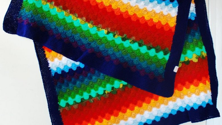 Queen Zoja ma w swoim asortymencie ręcznie robione sweterki, jak również kocyki, spódniczki oraz szale (fot. materiały Queen Zoja)