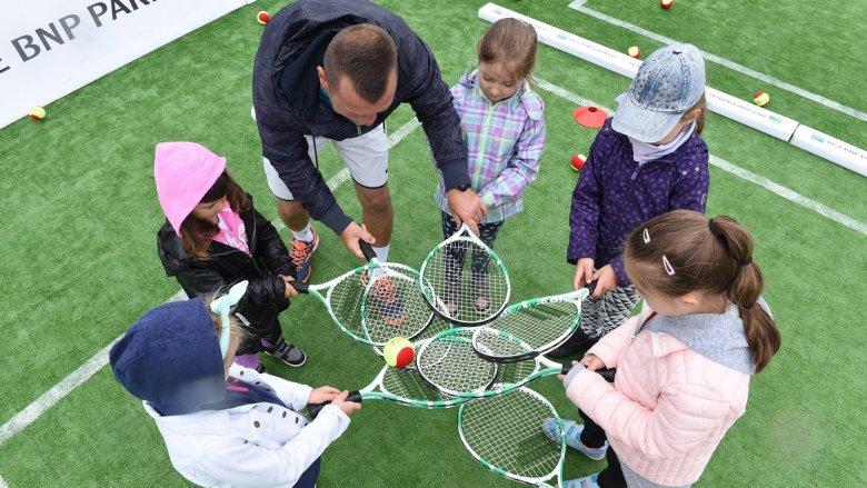 """""""Dzieciaki do rakiet"""" to ogólnopolska akcja promująca tenis (fot. mat. prasowe)"""