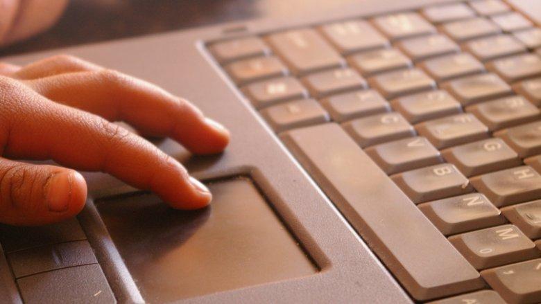 """Gra komputerowa """"Blue whale challange"""" polega na wykonaniu 50 niebezpiecznych zadań (fot. foter.com)"""