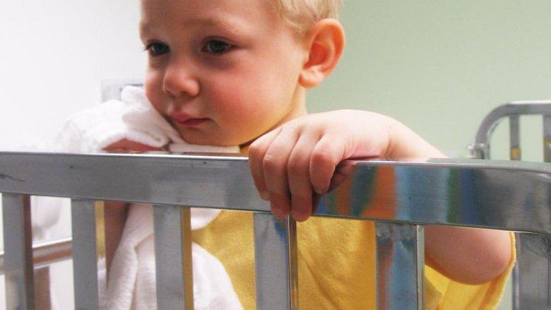 Pobyt pociechy w szpitalu to zawsze traumatyczne przeżycie dla całej rodziny. Można jednak pomóc dziecku przestrzegając kilku zasad. (fot. sxc.hu)
