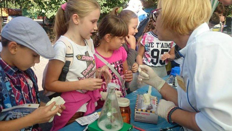 Nie zabraknie eksperymentów chemicznych i fizycznych (fot. mat. arch. Fb Miasto Zabrze)