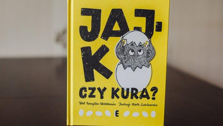"""""""Jajko czy kura?"""" to książka, w której poszukacie odpowiedzi na bardzo ciekawe pytanie (fot. Ewelina Zielińska)"""