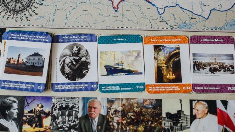 Na kartach z pytaniami znajdują się też zdjęcia - całość jest bardzo estetycznie wykonana (fot. Ewelina Zielińska)