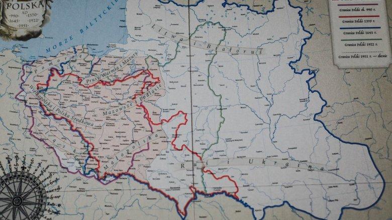 Plansza z mapą Polski i umieszczanie kart w odpowiednich regionach to świetne urozmaicenie quizu (fot. Ewelina Zielińska)
