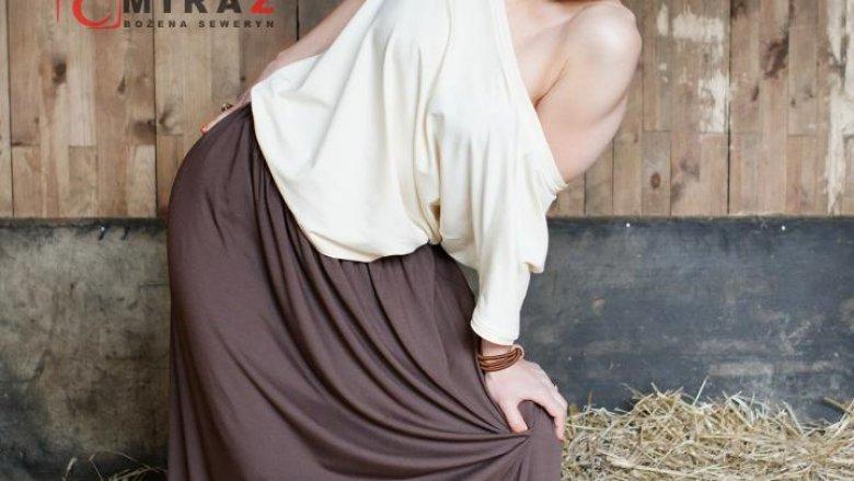 Ewa Miętkiewicz-Ciepły jest żywą reklamą swoich ubrań. Nosi je na co dzień i pozuje do folderów reklamowych swojej firmy (fot. Studio Miraż)