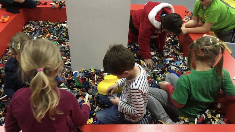 Podczas ferii w 1000 Klocków dzieci wezmą udział w ciekawych zajęciach (fot. mat. organizatora)