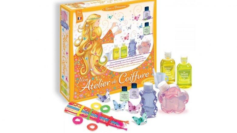 Zestaw fryzjerski francuskiej marki SentoSphere to wymarzony prezent dla dziewczynki (fot. sklep.PlacFrancuski.pl)