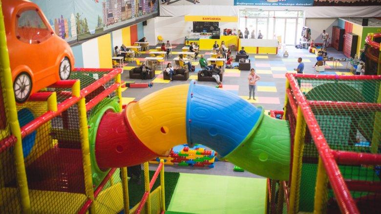 Centrum Rozrywki Guliwer to ponad 1000 m2 powierzchni, na której znajduje się tysiące klocków, a także setka samochodów Hot Weels i ciekawe sprzęty do aktywnego spędzania czasu (fot. mat. bawialni)