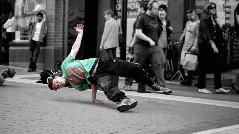 Teledyski i muzyka hip-hop będą inspiracją na warsztatach muzyczno-filmowych w kinie Kosmos (fot. pixabay)