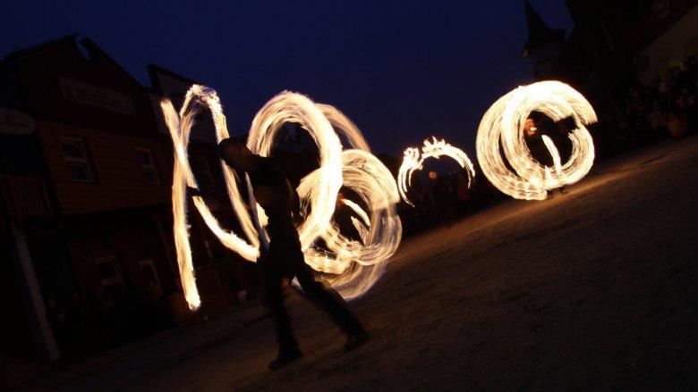Punktem kulminacyjnym Nocy Świętojańskiej w Miasteczku Twinpigs będzie Fire Show (fot. mat. organizatora)
