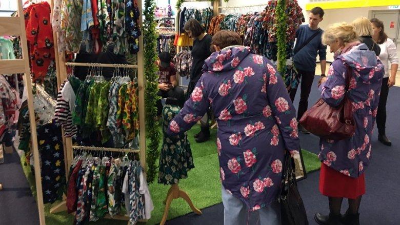 Dużą popularnością na targach cieszyły się stoiska z ubrankami (fot. mat. SilesiaDzieci.pl)