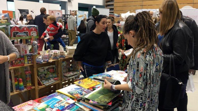 Na targach znalazło się też kilka stoisk z książkami dla dzieci (fot. mat. SilesiaDzieci.pl)