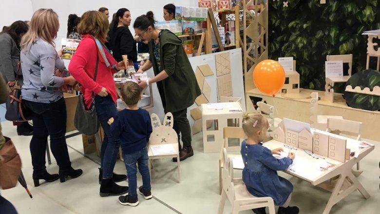 Projekt ACH, czyli drewniane, oryginalne mebelki, przypadł do gustu nawet maluchom (fot. mat. SilesiaDzieci.pl)
