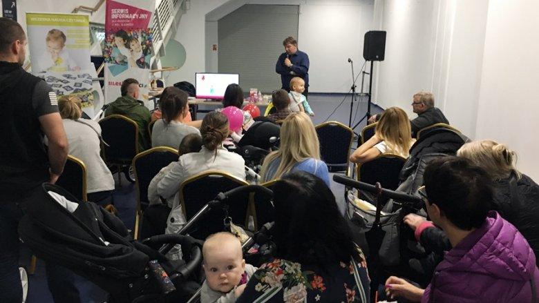 W prelekcji prowadzonej przez Radosława Szymańskiego ze Śląskiego Centrum Rozwoju Dziecka NEURON wzięło udział wielu rodziców (fot. mat. SilesiaDzieci.pl)